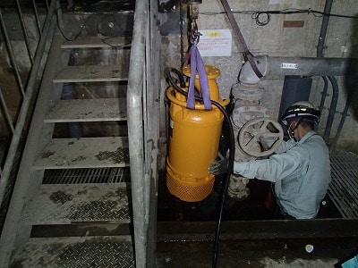 扇矢工事施工例 洞道内排水ポンプ取替工事(神奈川県)